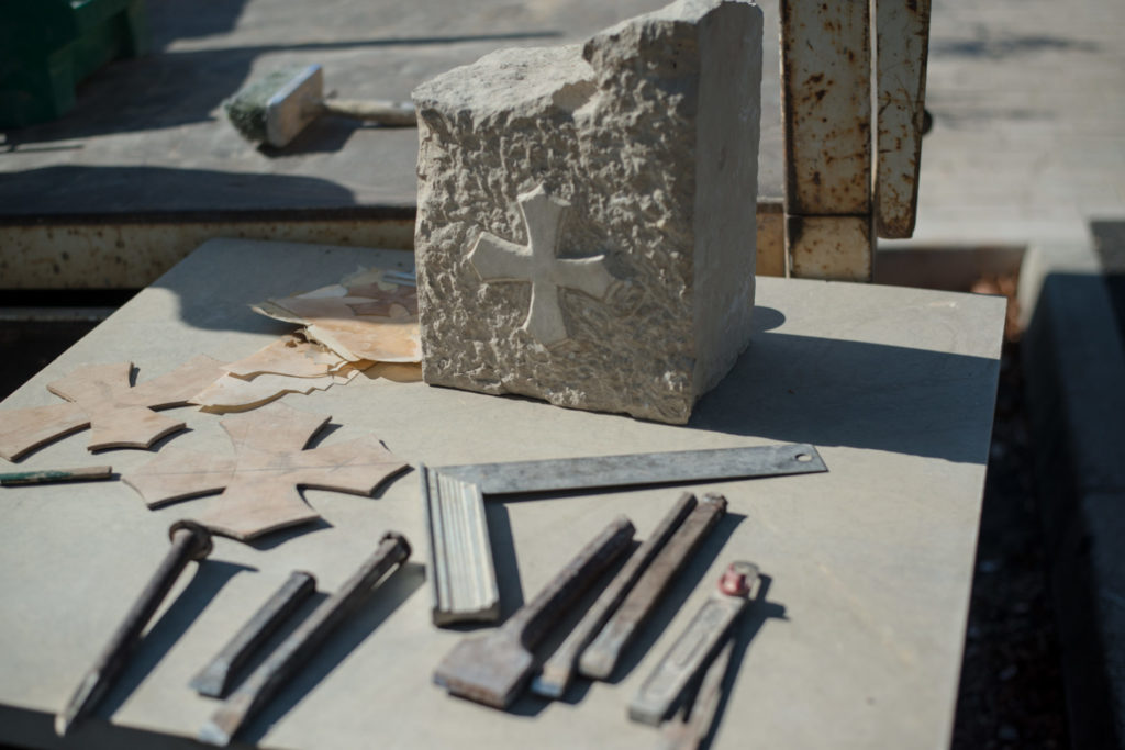 Croix occitane, pierre taillée à la journée de la pierre Bozouls