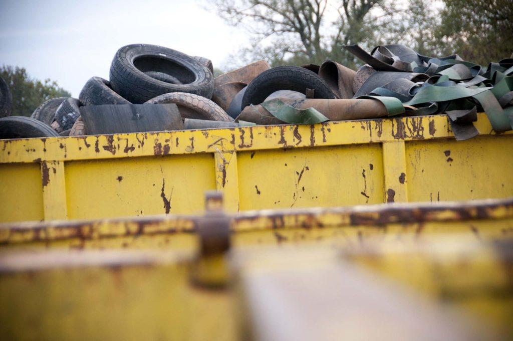 Benne de pneus à recycler