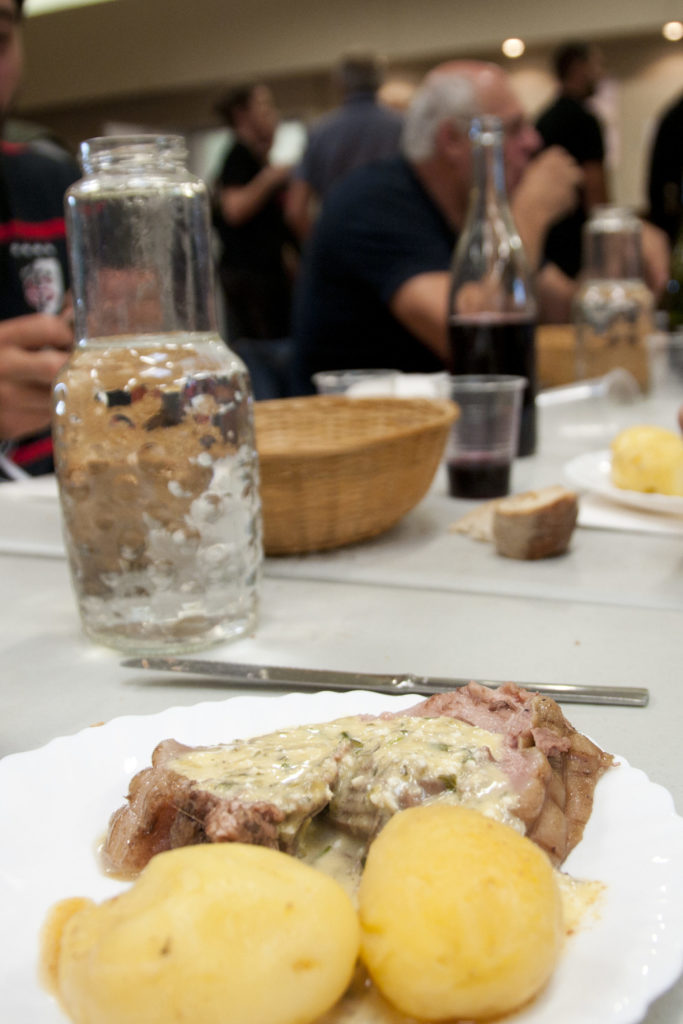 petit déjeuner traditionnel aux tripous, aveyron, 3clt
