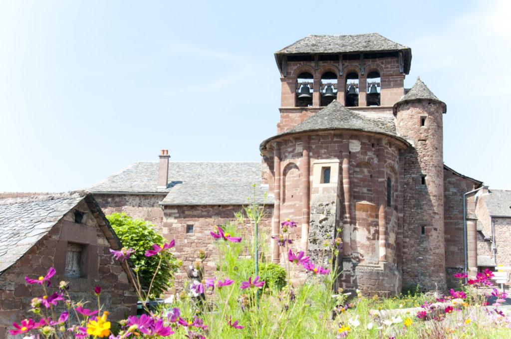 Eglise de Sébrazac, en grès rouge