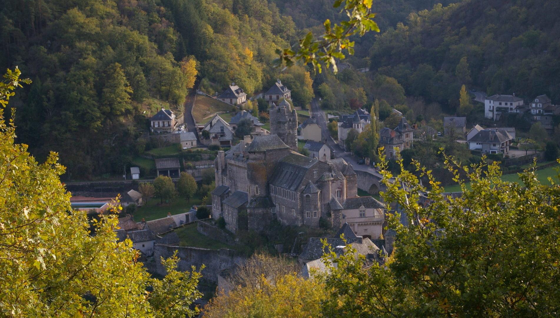 Vue en hauteur sur le château d'Estaing