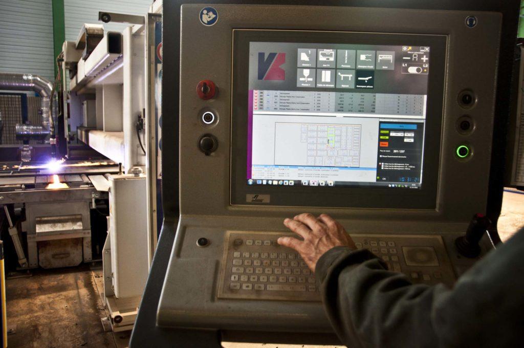 Machinerie pour constructions métalliques